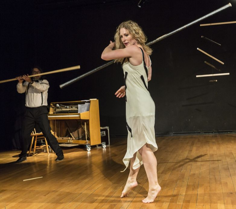 SCHERZO for piano and stick  Riotus Company al Teatro Vascello