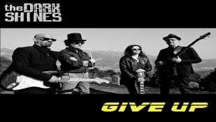 Give Up: il nuovo singolo dei The Dark Shines